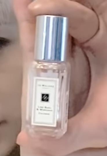 画質が荒くて分からないのですがこの香水はジョーマローン喉の種類の香水か分かりますか、 教えてください!泣
