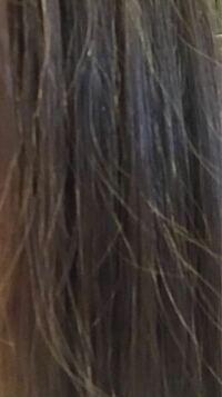このアホ毛をどうにか落ち着かせたいのですが、なにかいいヘアオイルやヘアミルク、シャンプー、トリートメントなどありましたら教えてください!(あまり高価すぎないものがいいです) 髪質 細い・やわらかめ・静...