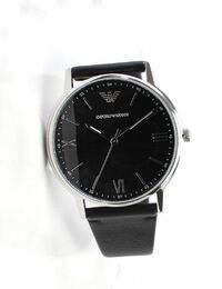 大学生の彼氏の誕生日プレゼントにアルマーニの時計はどうでしょうか? 値段と見た目も良いと思ったのですがブランド物に疎いため、大学生が持つものとして良いのか分からず、アルマーニの時計が一般にどのような印象なのか教えて頂きたいです。  画像のようなものをプレゼント予定です。