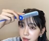 乃木坂46の堀未央奈ちゃんがshowroomで使っていた青と水色の、くしってどこに売ってるか分かりますか?