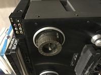 オープンリールTEAC X-1000R本体からクランパーを外す方法がわかりません。外し方を教えてください。