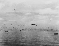 第二次大戦時の日本軍機の雷撃技術は当時世界一だったと思いますがどうでしょうか? 有名なガダルカナルでの一式陸攻の雷撃写真がありますが、海面に映る機影から考えると高度5mくらいですよね?双発機でこの操縦はもはや神レベルだと思います。  また、これがどのくらい凄いことか、現代人にも分かるように何かに例えて説明するとすれば、どのような例え話しが良いかも教えていただけると嬉しいです。よろしくお願...