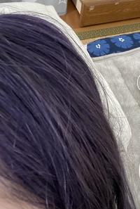 2日前に髪色をブルーラベンダーに染めたのですが色落ちは何色になりますか? ブリーチは2回です。 1ヶ月前に他の美容院で似たような色を入れてもらった時、赤ピンク系の茶色のような色に色落ちしてしまって自分が想像してた色落ちではなかったため心配なのでどなたか教えてくださると幸いです。 後、ムラシャンって毎日した方がいいんでしょうか?