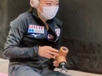 紀平梨花選手のマッサージ機は? 紀平梨花選手が世界選手権のウォーミングアップで使っていた先がY字型になっているマッサージ機はどこのどんな製品ですか?初めて見ました。
