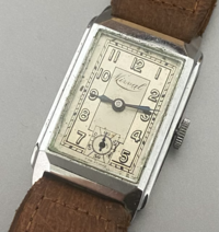 画像の腕時計はどこのメーカーでしょうか? 時計に詳しい方、お願いします。