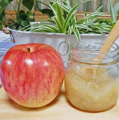 リンゴ果汁たっぷりのりんごジャムと 何をたべますか?