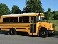 なぜアメリカのスクールバスはボンネットバスが多いのでしょうか?