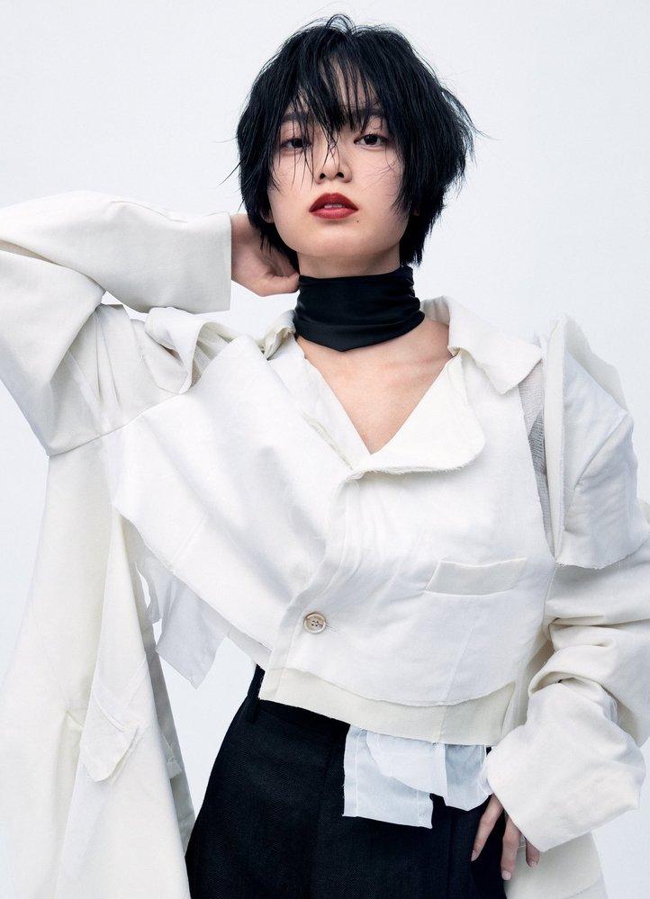 平手友梨奈さんが着用してる この衣装のメーカーと商品名を知りたいです。