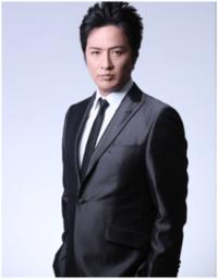 芸能人のおはなし。写真は、純烈のリーダー・酒井一圭さんの若いころです。どう思いますか?教えてください。お願いします。