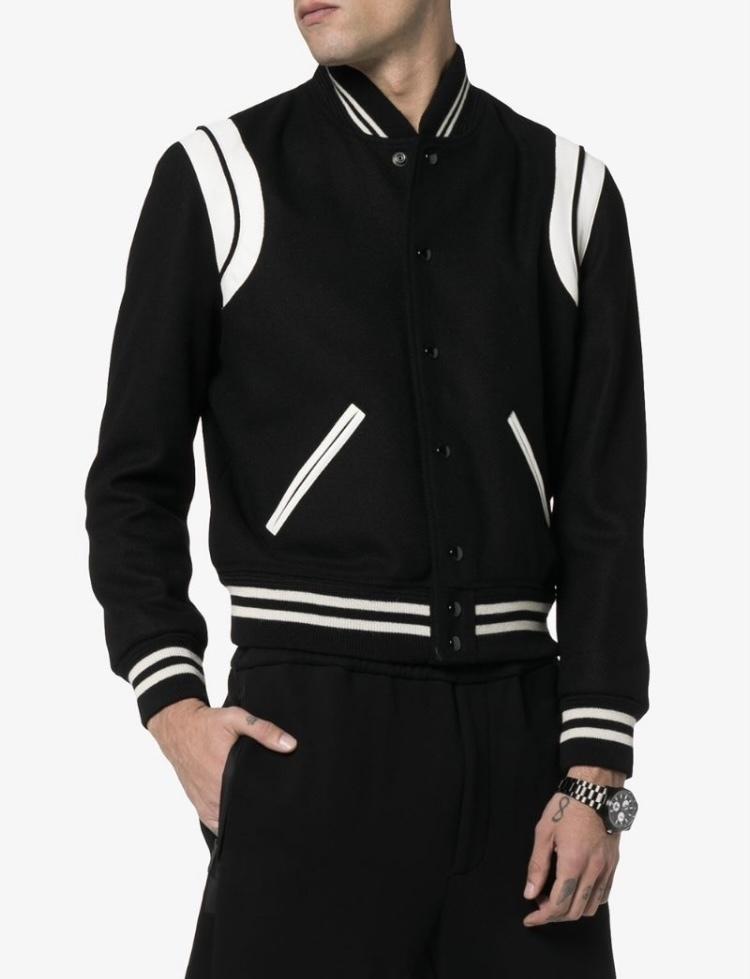 177cm/68kgです。 サンローランのテディ ジャケット(20AW)を画像の様なサイズ感で着用したいです。 どのサイズが良いと思いますでしょうか? 実際にフィッティングしたいのですが、田舎住まいなので…