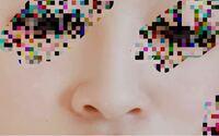 汚い鼻の画像注意です。 コスプレイヤーさんに質問です。 私はコスプレに挑戦したいのですが画像の通り鼻がとても低いです。鼻の穴が見えてしまいます。 それがコンプレックスです。 鼻プチに1度挑戦した事あるのですが、鼻の奥に入ってしまい取れなくなるということがあったので、鼻プチ以外で鼻を高く見せる方法を教えて欲しいです。