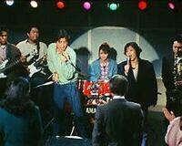 """岡田奈々さんが""""出演されてたドラマ""""でお好きな主題歌&挿入歌を 教えて下さい。 『ポニーテールはふり向かない』1985年10月12日から1986年3月29日まで、TBS系列で毎週土曜日21:00 - 21:54に放送された。  ザ・バンデージのメンバー 麻生未記(Drums) 演 - 伊藤かずえ 田丸晃(あきら)(Key)演 - 松村雄基 名倉邦男(なくら)(Guitar)演 - 鶴見辰吾 ..."""