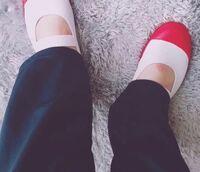このように素足で上履き履いてたら見栄え悪いですか?