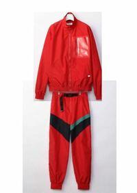flamingo/米津玄師で米津さんが着用している服が欲しいです。2、3年前なのでそのブランドの公式ホームページを調べてももう出てきません。画像のような服に似ている服があれば教えてください。出来るだけ安価な物...