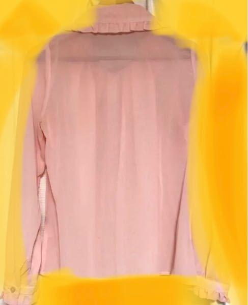 こういった透け感のあるブラウスは中に何を着るのが正解なのでしょうか?? ඉ . ඉ 教えて頂きたいです(❀ᴗ ˬᴗ )⁾⁾