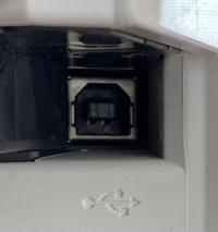プリンターの差込口の画像から、ここに接続するケーブルの名前を教えていただけませんか?