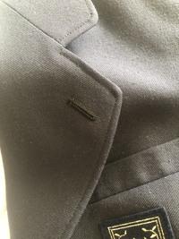 この制服はどこの中学校のものでしょうか? 灰色の制服が可愛いなと思い気になりました
