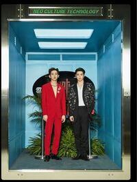 赤いスーツを着た方はNCTのウィンウィンですか?