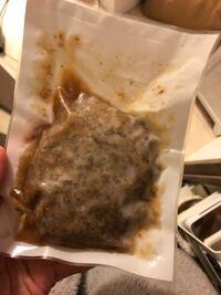 要冷蔵のハンバーグを12時間以上常温放置してしまいました。 部屋の中は20〜22度くらいあったと思います。  食べられますか?