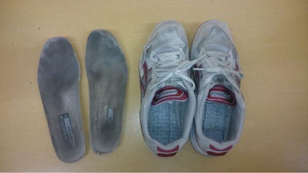 上靴洗うために持ち帰ってきたんですけど、汚くないですか??どう思いますか? 中敷の汚れとれますか? 高2女です