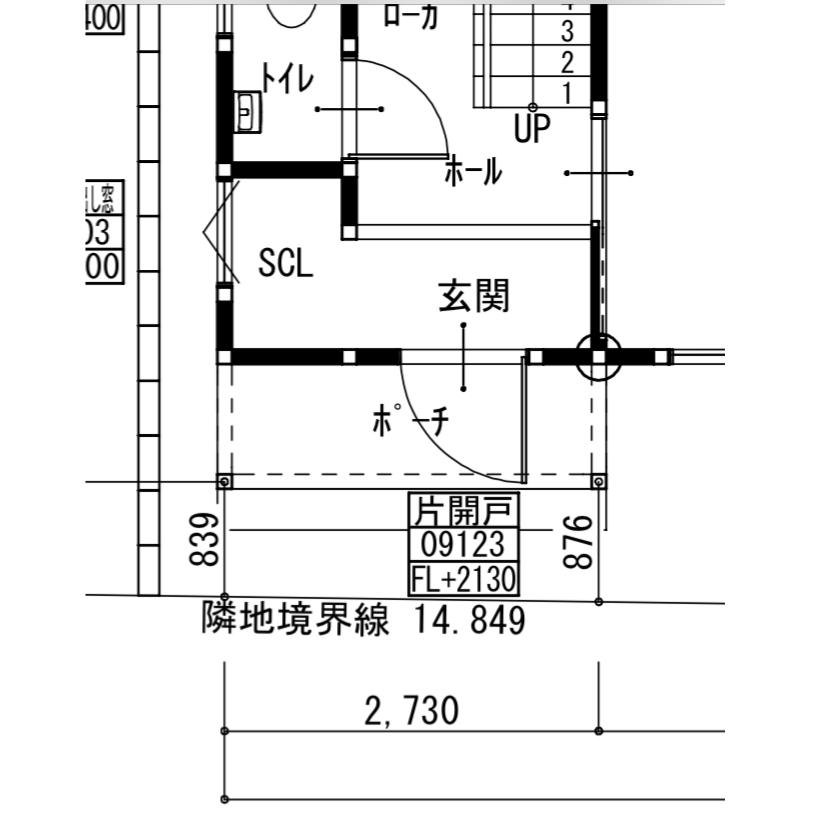 高基礎の玄関ホールについて悩んでいます。 家の前がなだらかな坂になっております。 最初の外構計画では、普通に2段ほどの階段で玄関に上がりつくはずだったのですが、高基礎にします、GLは家の右側を0...