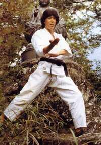仮面ライダーBLACK&RX南光太郎役の倉田てつを氏の言動や行為が多くの物議を呼んでるようですが、それで思い出したんですけど、 スーパー1のあの人はその後どうなったのでしょうか? 何か似てる