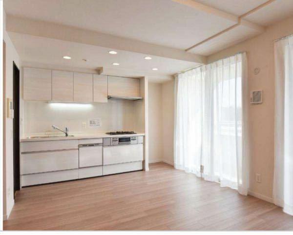 分譲マンション検討中 この部屋どう思われますか? 冷蔵庫が南の窓側に置くしかなさそうかと。 アドバイス宜しくお願いします。