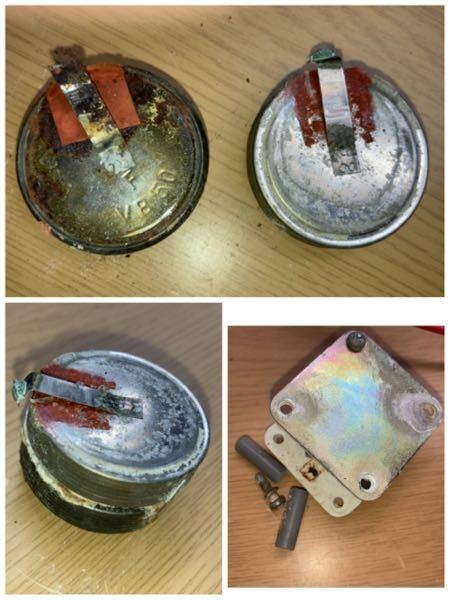 特殊電池、電気に詳しい方よろしくお願いします。 以下写真の物なのですが、同じ電池の種類、電圧、容量の物はあるのですが、この形のニッカド電池が無く、型番で検索しても出てきませんでした。同じようなサイズ、電圧、容量のものがありましたら教えて頂きたいです。 電池の種類・密閉型ニッケルカドミウム蓄電池 メーカー 不明 電池の刻印 VB 50 (恐らく電池の型番) 電圧 2.4V 容