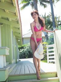 胸が大きくて細いグラビアアイドルって 今だと誰ですか?  昔、佐藤江梨子が、 胸が大きくて、モデル体型と言われましたが、 そんな感じの方いますか?