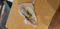 鯛のあら汁を作ろうとしています。 スーパーで購入をした身に緑色の部分が有りましたが、これは腐っている部分ですか?  食べても問題無いところですか?