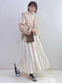 合コンにパーカー×スカートコーデってナシですか? 私は28歳女性です。 雰囲気的にはこんな感じです。 アドバイスいただけると嬉しいです。