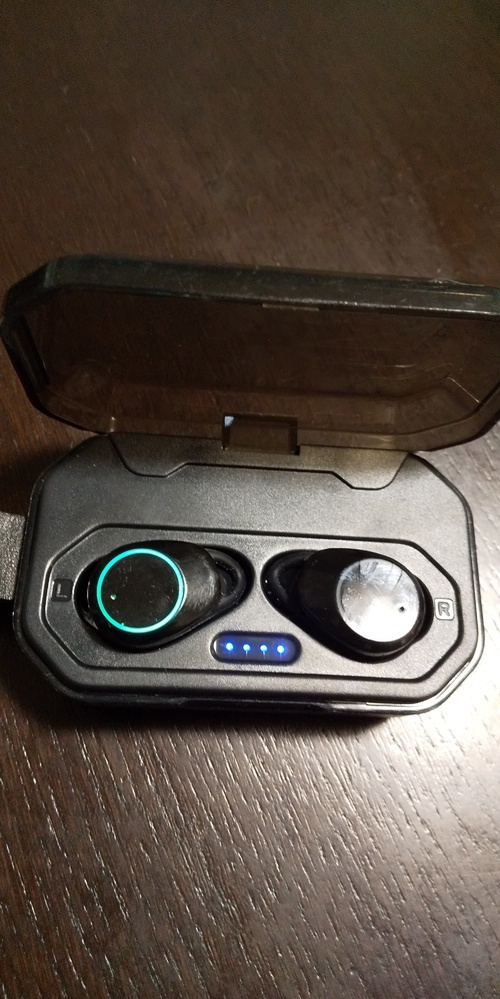 Bluetoothイヤホンマイク 貰い物です。 品名が分かりません。 画像で分かりますか? 現在、使っているのは AndroidのAQUOS seance3 plusです。 対応するのかが分かりません。