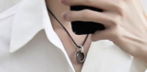 この画像のネックレスを教えてください!また似たような製品があれば教えてください!