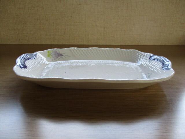 これは、皿ですが、この形状の皿は 何をする、何という物でしょうか?