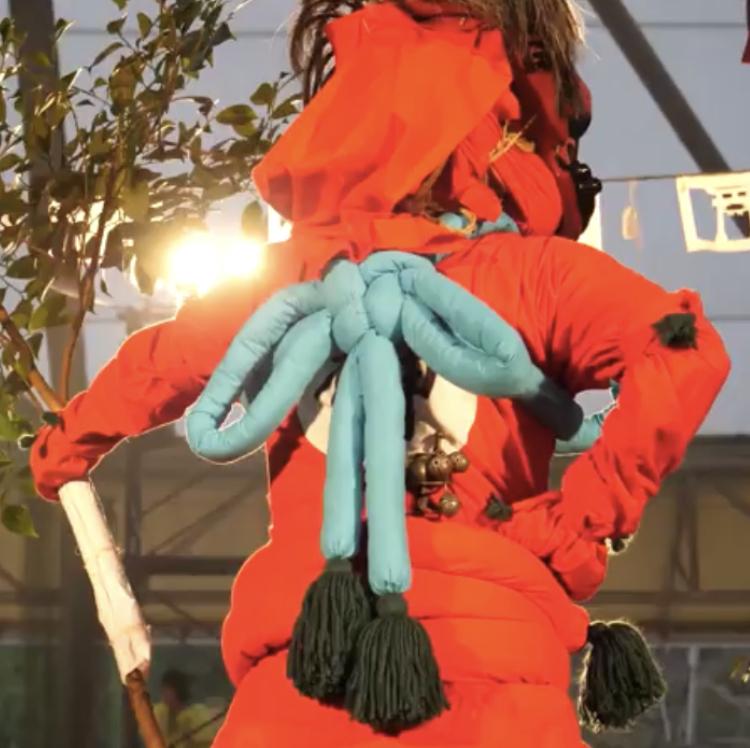 愛知県にある花祭の榊鬼という鬼の衣装なのですが、この紐の結び方の名前は何かわかる方いらっしゃいませんか?? あけまき結びなど、沢山あり調べても分かりません…。お願いします ♀️
