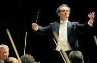 N響の首席指揮者にファビオルイージ氏(イタリア出身)が就任しましたが、ロマン派、ベートーヴェン、ブラームス、レスピーギ、 などがお得意だそうですが、これはN響と日本のクラシック音楽館の視聴者が、ロマン派が好きな人が多い。ということもあるでしょうか。
