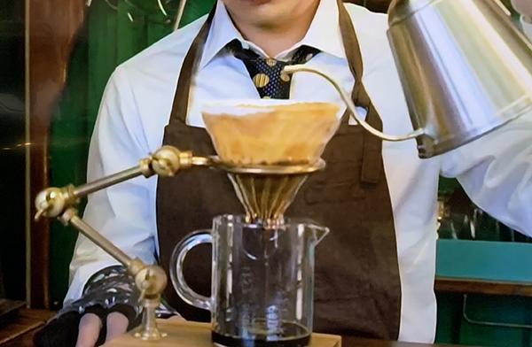 「珈琲いかかでしょう」というドラマでビーカーのようなものにコーヒーを淹れてるんですが、実際にこういう器具はあるんでしょうか?