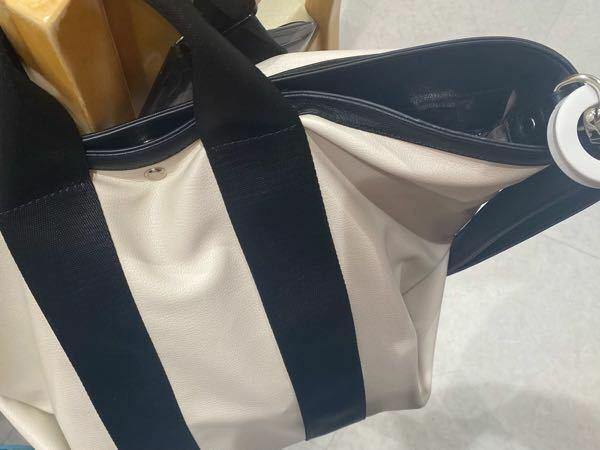 このトートバッグがどこのブランドのものかわかる方いませんか? 探しています