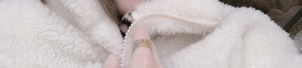 こちらの指輪がどこのものかわかる方おられましたら教えてください、よろしくお願いします。
