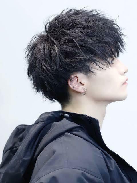 こんな感じの髪型にするにはどうしたらいいですか? 美容師の人に何てお願いしたらできますか? パーマならパーマの種類が知りたいです