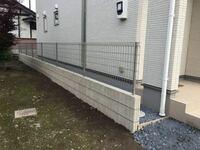 ブロックフェンス沿に花壇を作ろうと思っています。 30〜40cmは掘らなければならないようですが、ブロックフェンスが倒れやすくなるなど、問題はありますか?