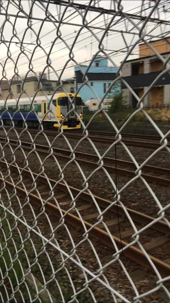 4/14 17:10頃、JR辻堂駅近くで電車を見ていたら、特急わかしお(しおさい? )カラーの257系回送列車が茅ヶ崎方面に走り抜けていき驚きました。千葉県の電車だと思っていたので。 また、先日は、伊豆急のロイヤルエクスプレス?も目撃しました。 南武線も2、3度見かけました。 こうした普段は通らないはずの列車は、どういう目的でどこからどこへ向かって走っているのでしょうか? また、珍しい列...