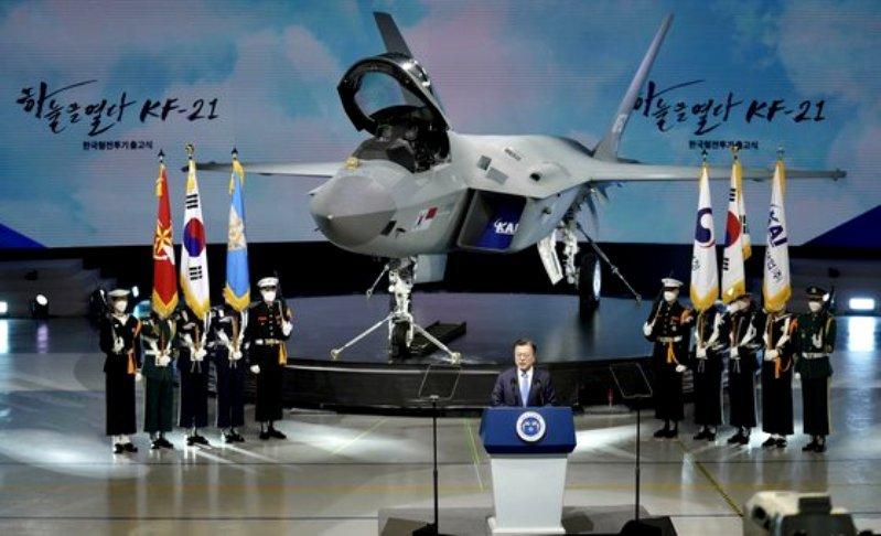 韓国のKF-21「ボラメ」試製1号機って、F-35に見えるんですけど どこが違うでしょうね? それとエンジンの調達はどうするんでしょうかね?
