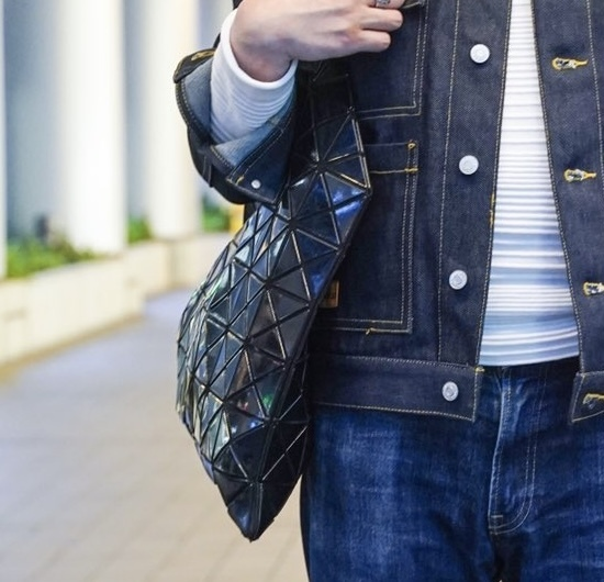 このバッグって何というブランドのバッグでしょうか? こんばんは。最近このバッグをよく見かけるのですが何という名前のブランドのバッグでしょうか?教えて下さい。ご回答お待ちしております