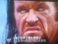 WWE アンダーテイカーと菅義偉 顔似てませんか? 共感得られなかったので2回目の投稿。 絶対似てると思います。