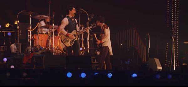 みづらいんですけどもっくんが使用してるギター何かわかる方いらっしゃいますか?ちなみに青と夏ライブです!YouTubeで公開されてます
