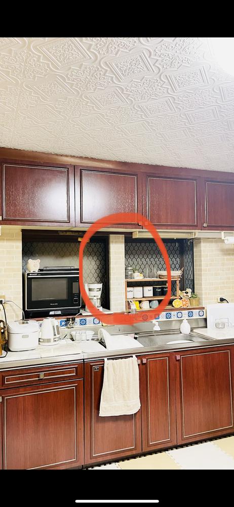 こんにちは。 キッチンの赤○(画像)の部分の支柱?は撤去しても歪みなどは大丈夫でしょうか? 出窓は後付けで、赤○の支柱は元々ガス給湯器を設置していたようです。 リフォームなどに詳しい方、よろしくお願いいたします。