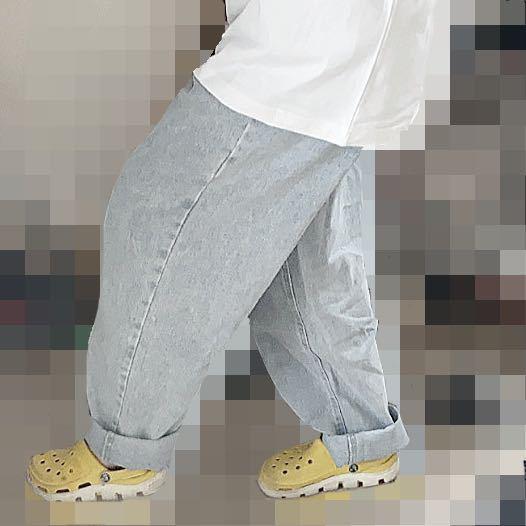 ズボン太すぎですか?