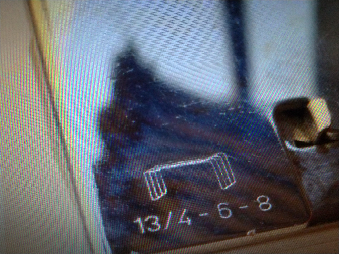 タッカーの針サイズについて質問です このような表示がタッカーにあったのですが、針の高さが6-8mmなのはわかるのですが、13/4というのはどういった意味でしょうか 工具に詳しい方、よろしくお願い致します m(_ _)m