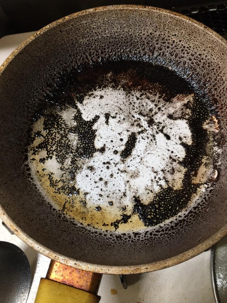 ショップジャパンのセラフィットのフライパン 4.5回使ったあたりから、目玉焼きが飛ばなくなりました。 今まで卵料理しかしたことなかったのですが、 今回残った刺身をお弁当にいれようと油を入れて炒め みり